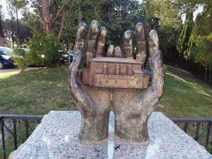 Ermita de San Macario manos